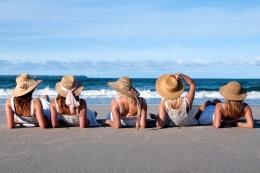 beach-girls-14666886