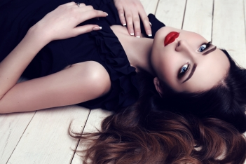 beautiful-sexy-woman-with-dark-hair-and-bright-makeup-51261645