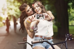 boho-girls-taking-selfie-41879278